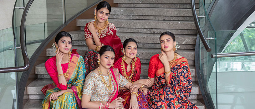 bride poses with her girl gang in sarees