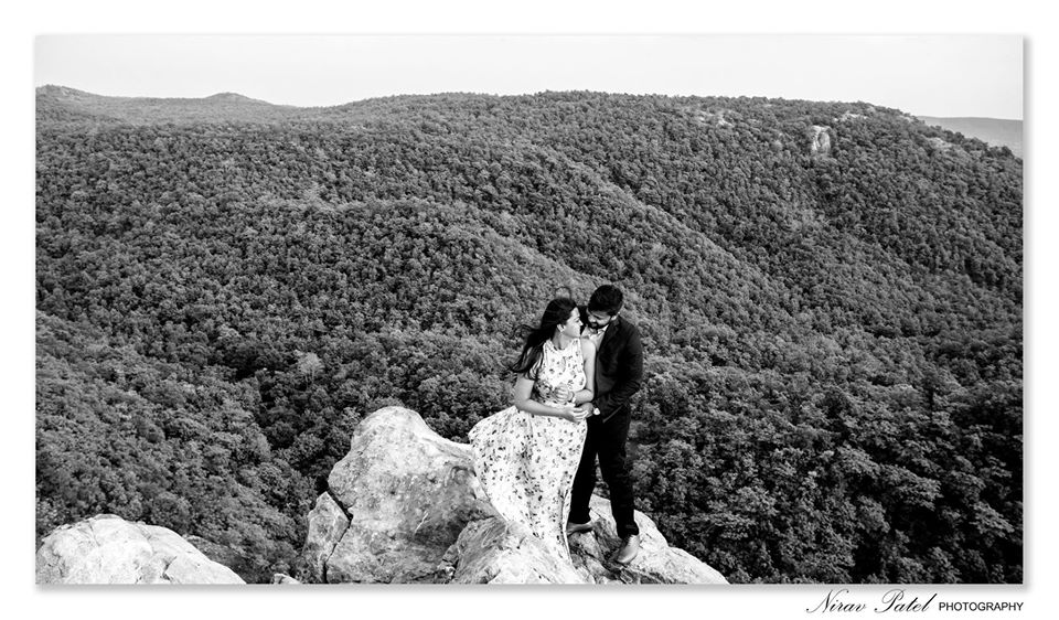 Black & White Couple Pre Wedding Picture On a Cliff