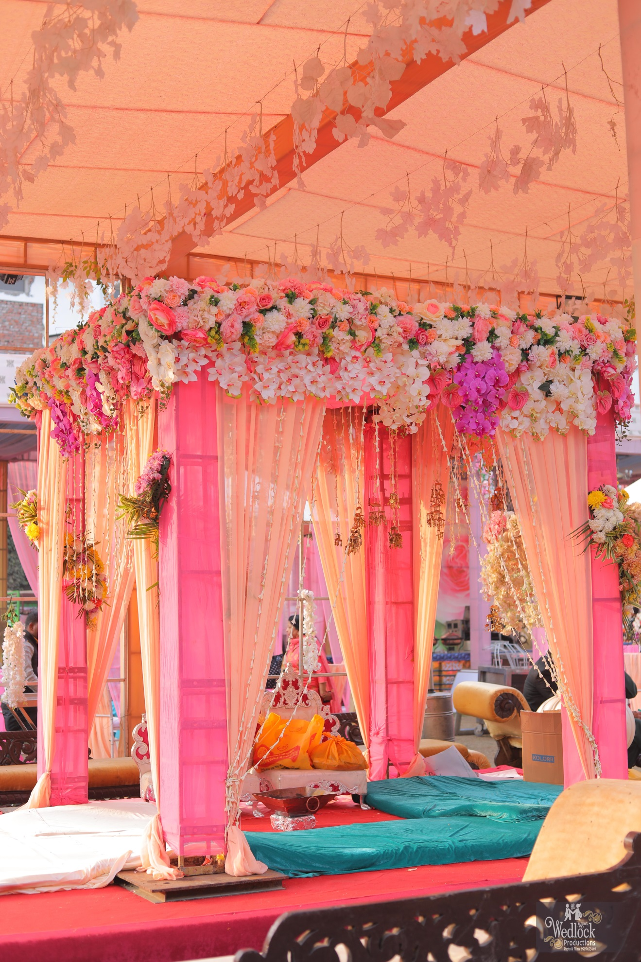 Pink open stage decoration