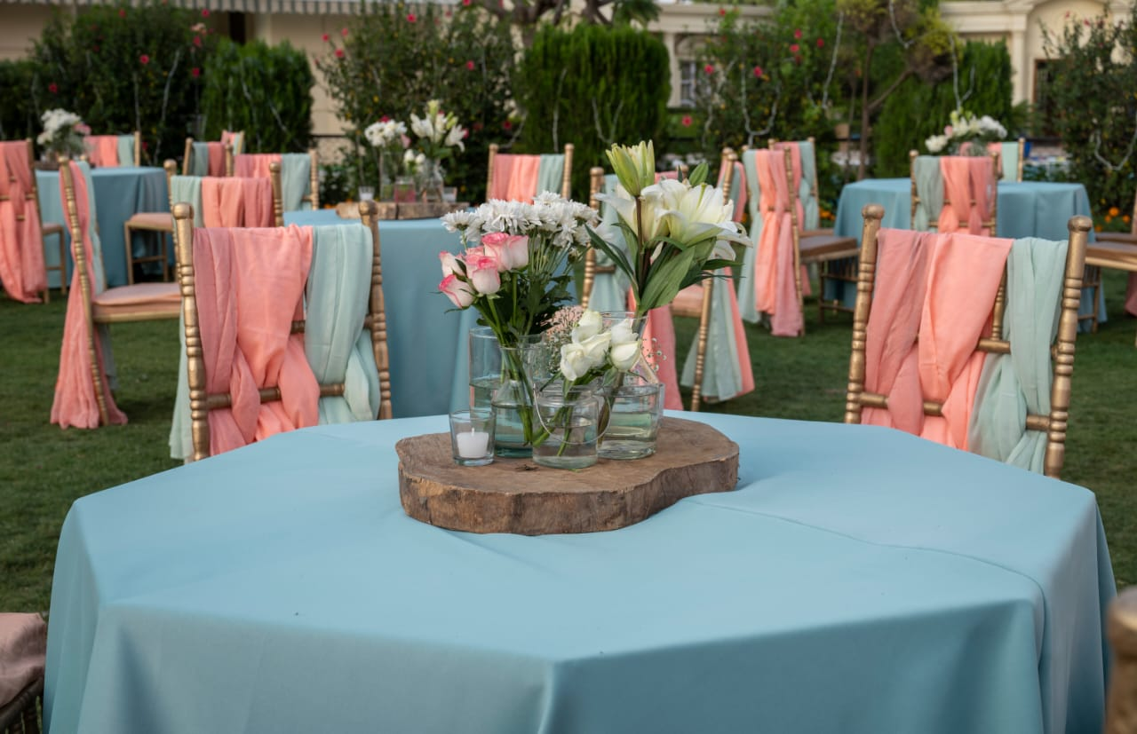 pastel pink and blue table decor