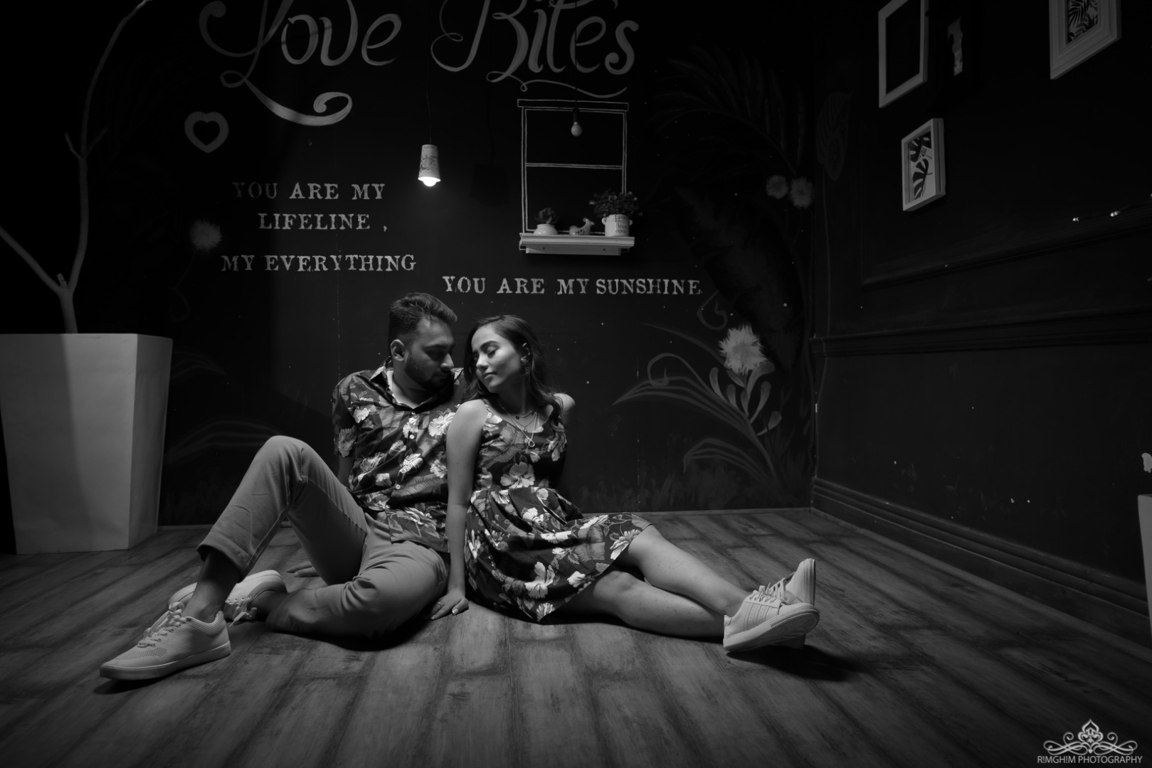 Aesthetic Black and White Pre-wedding Portraits