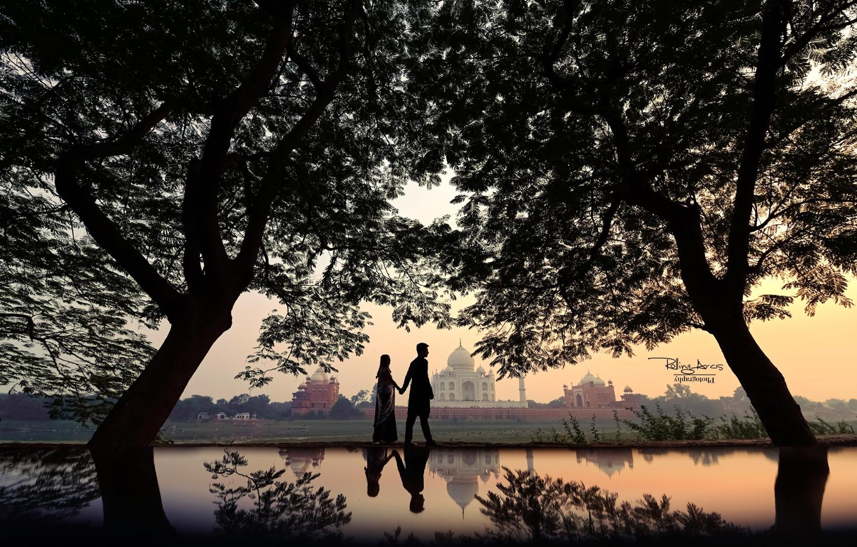 Couple Pre Wedding Shoot near Taj Mahal