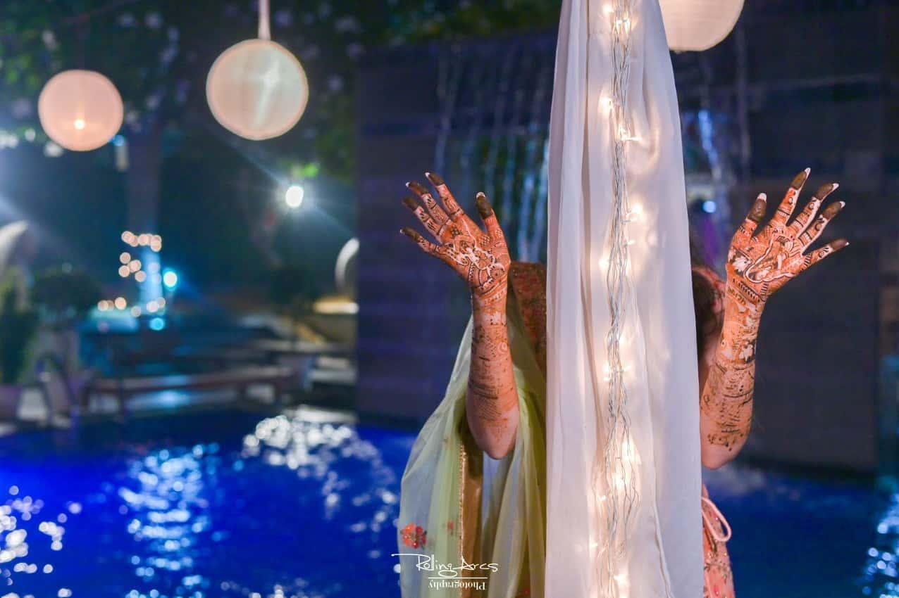 Unique Mehndi Poses for Bride