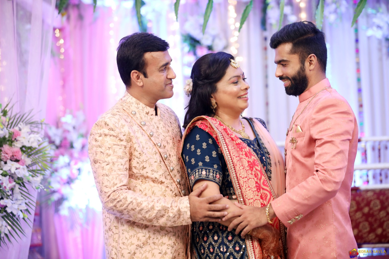 groom poses with his parents