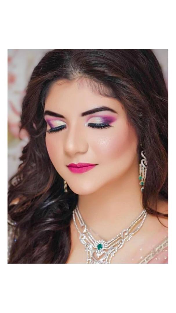 bride in pink Ombre eye makeup