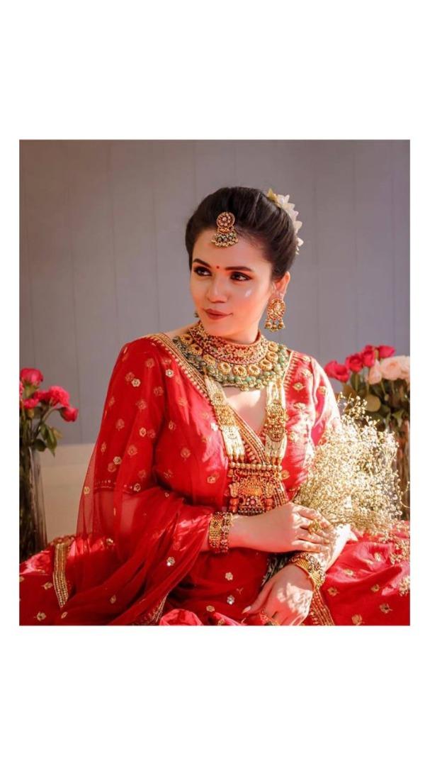 beautiful bride in natural bridal makeup with red lip