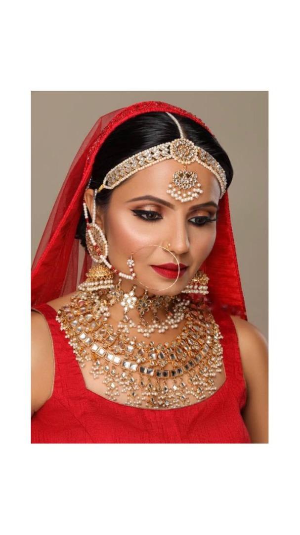 bride in red in heavy jewellery
