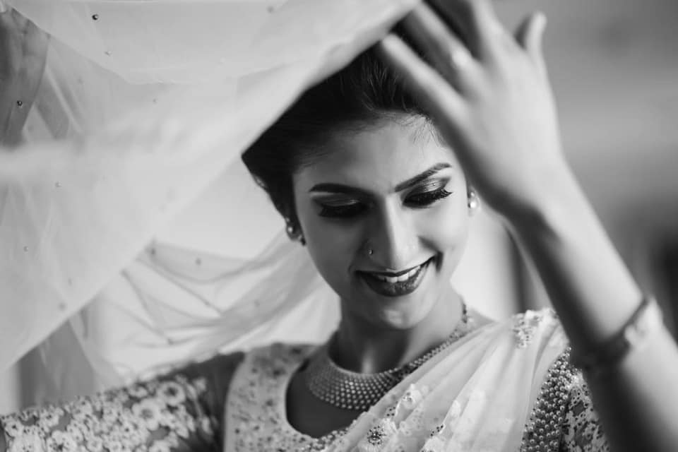 bnw shot of the bride