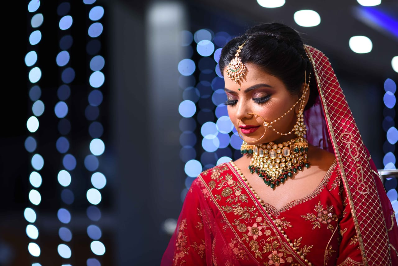 gorgeous bride in red lehenga and contrasting jewellery
