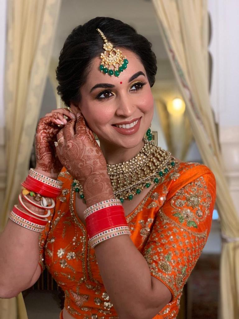 bride in stunning nude makeup