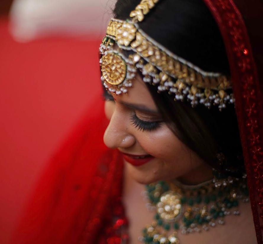 beautiful bride in a heavy mathapatti