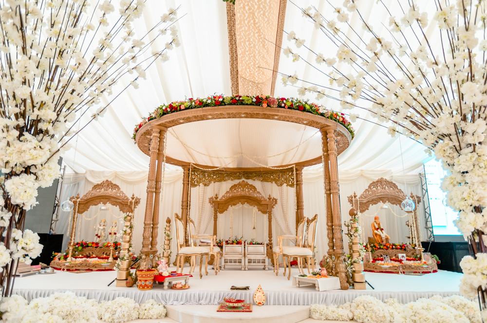mandap decoration in 5 star wedding hotels