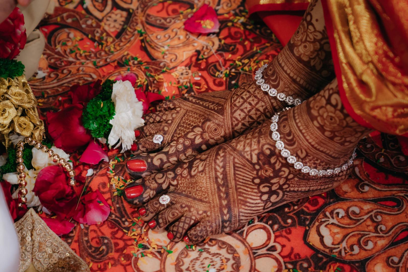 gorgeous feet bridal mehendi with diamond anklet