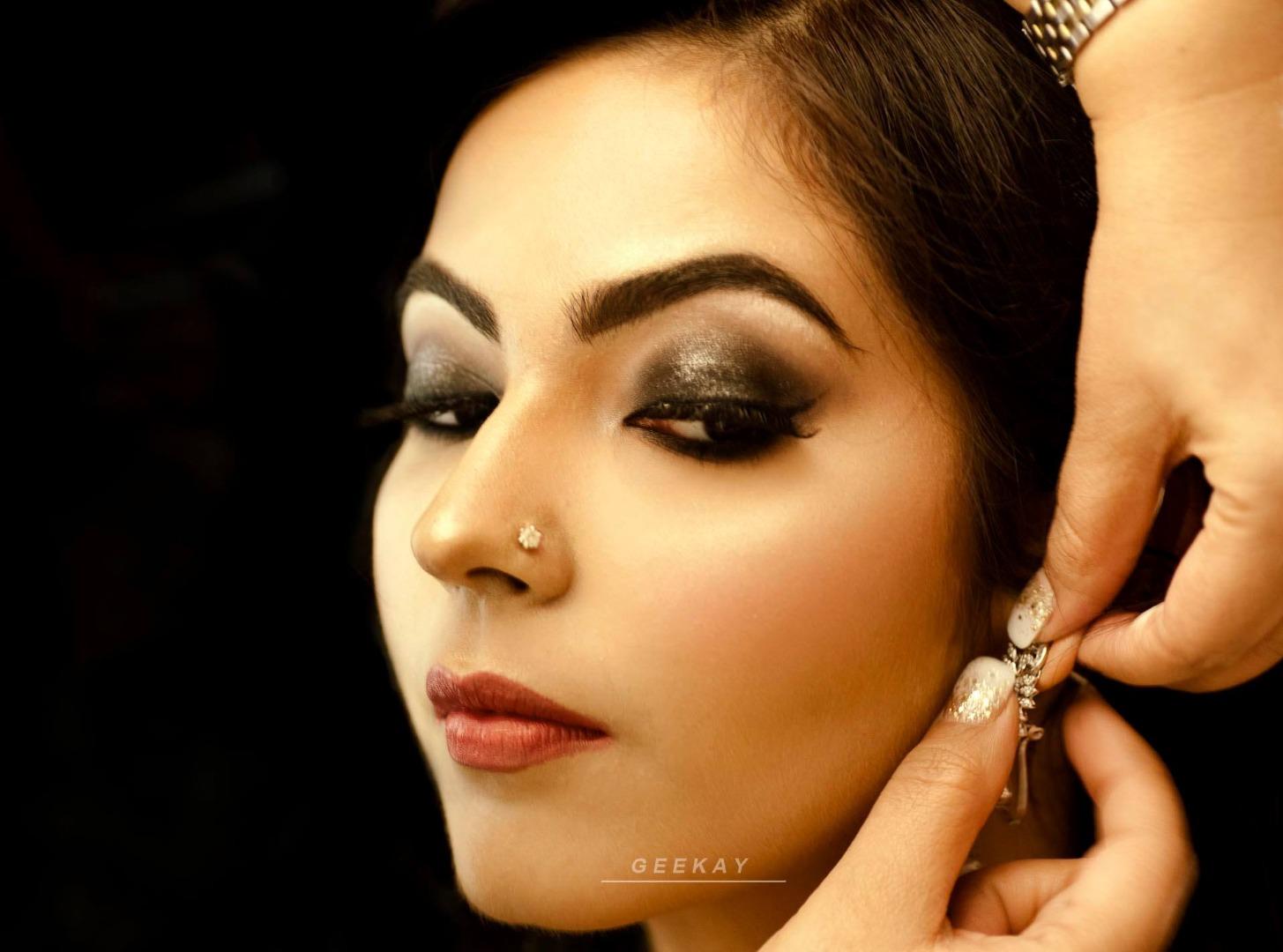 Beautiful natural makeup with smokey eyes
