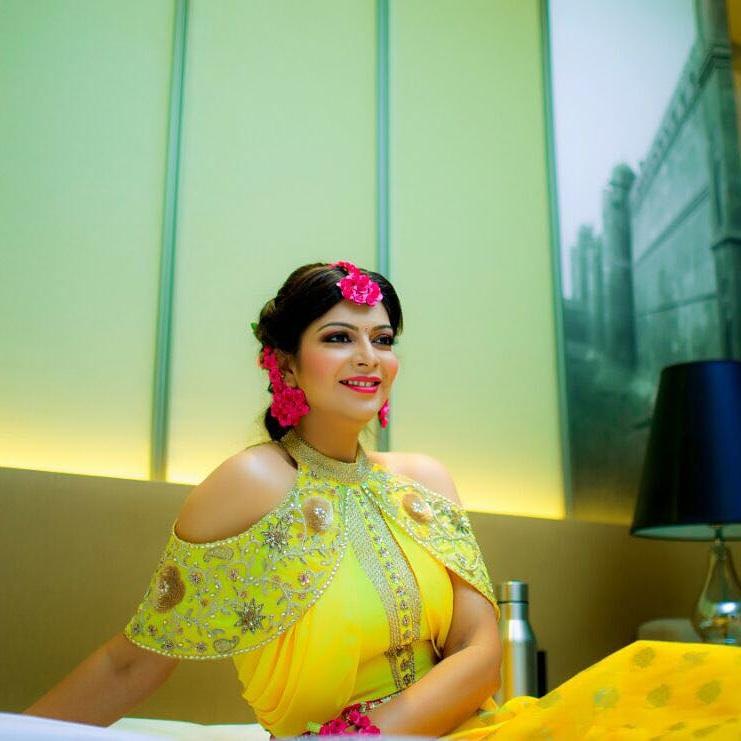 Beautiful haldi makeup of bride in yellow lehenga