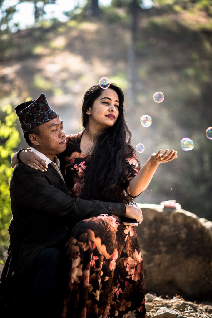 pre wedding shoot in the hills