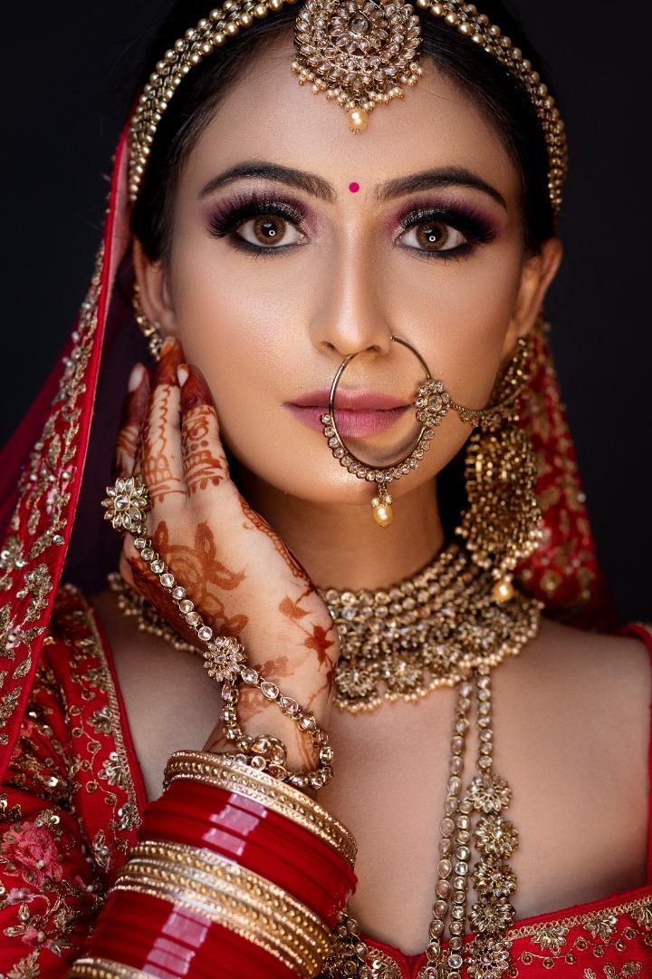 bride in airbrush bridal makeup