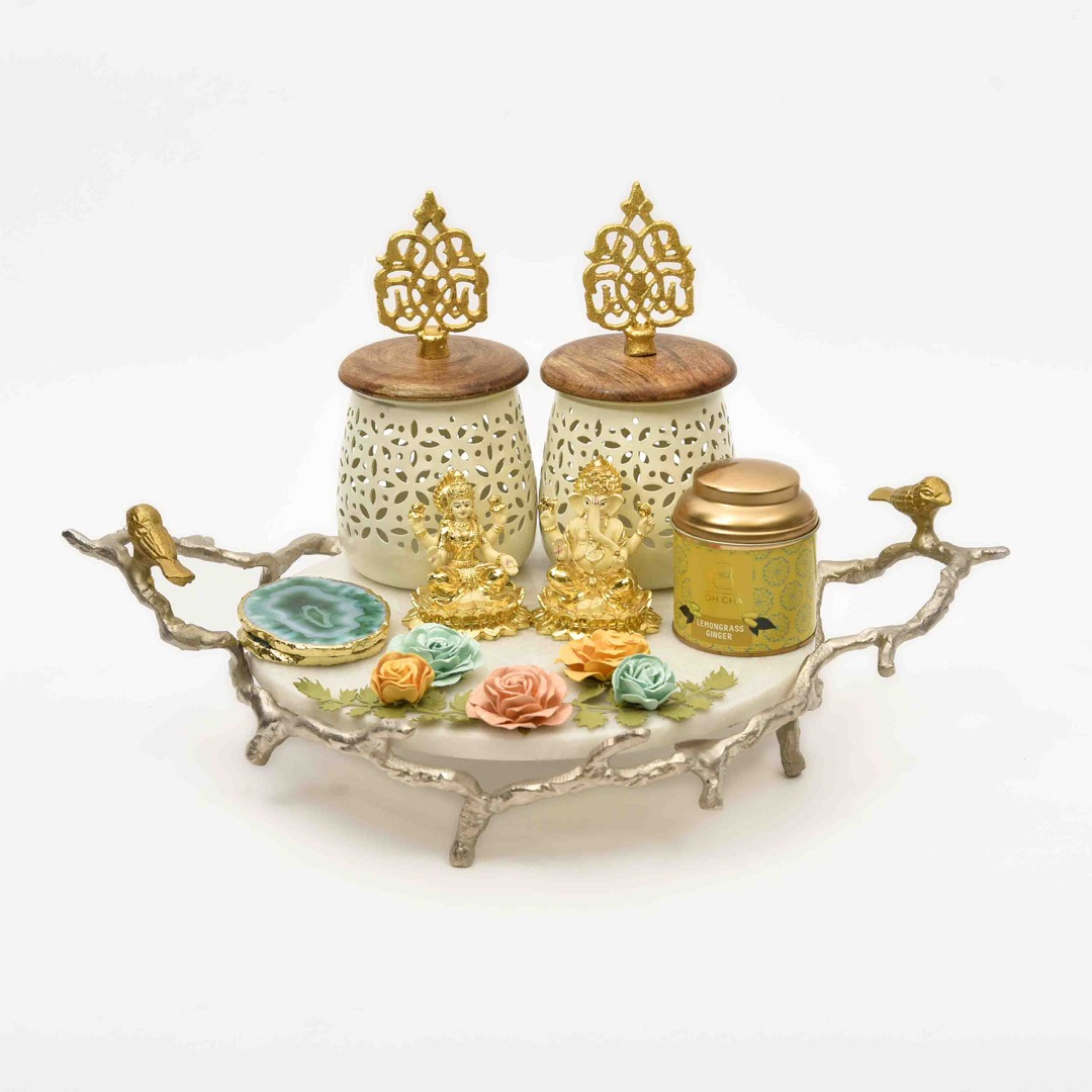 gifting tray with ganesh laxmi idol