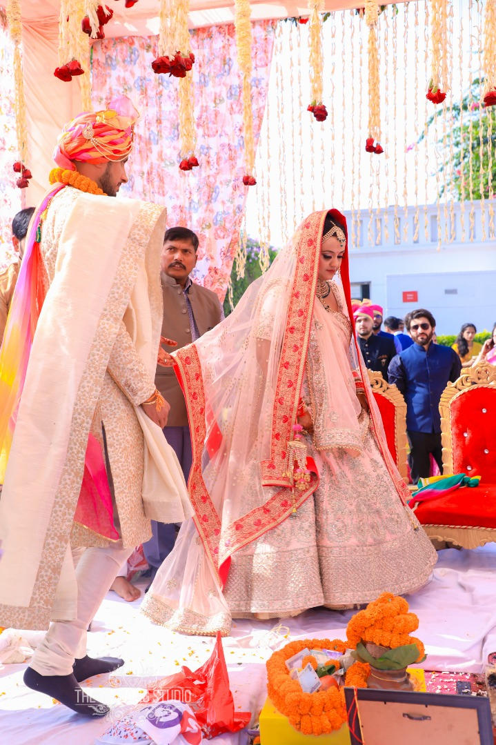 Beautiful Candid Shots of Phera Ceremony