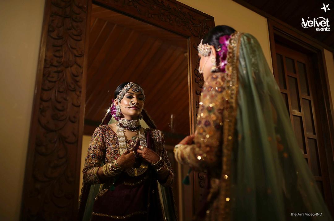Indian Bride Mirror Picture