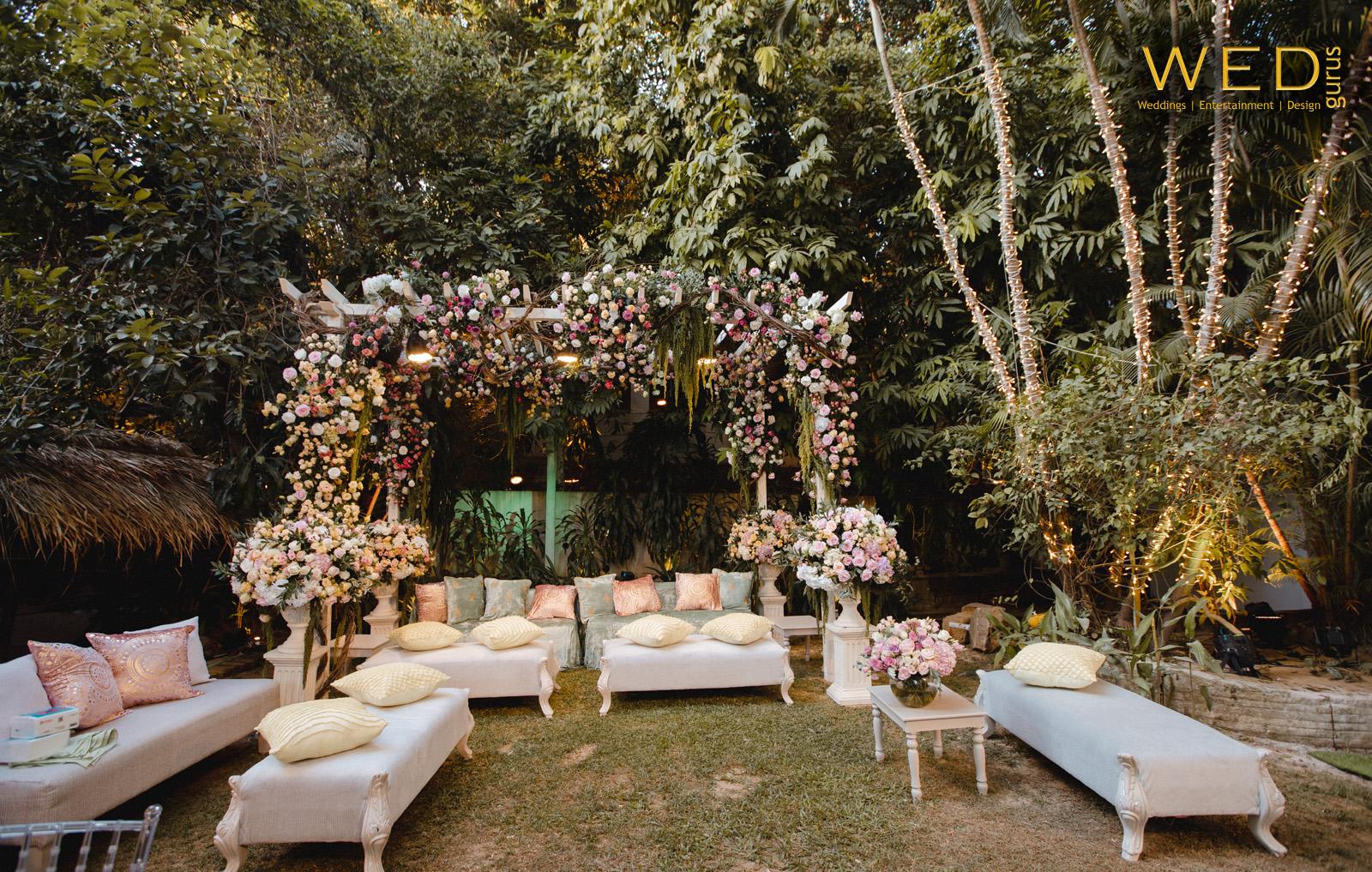 pastel outdoor wedding décor