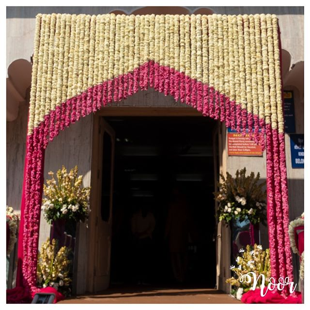 white flower wedding entrance gate decoration