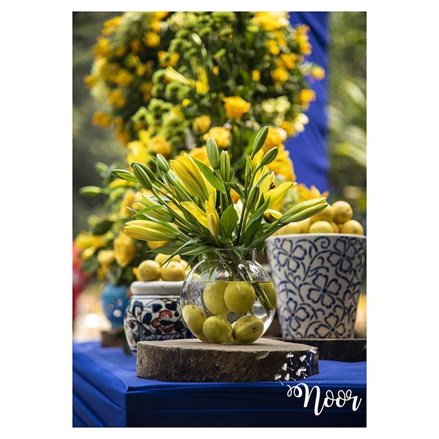 yellow flower table decoration idea