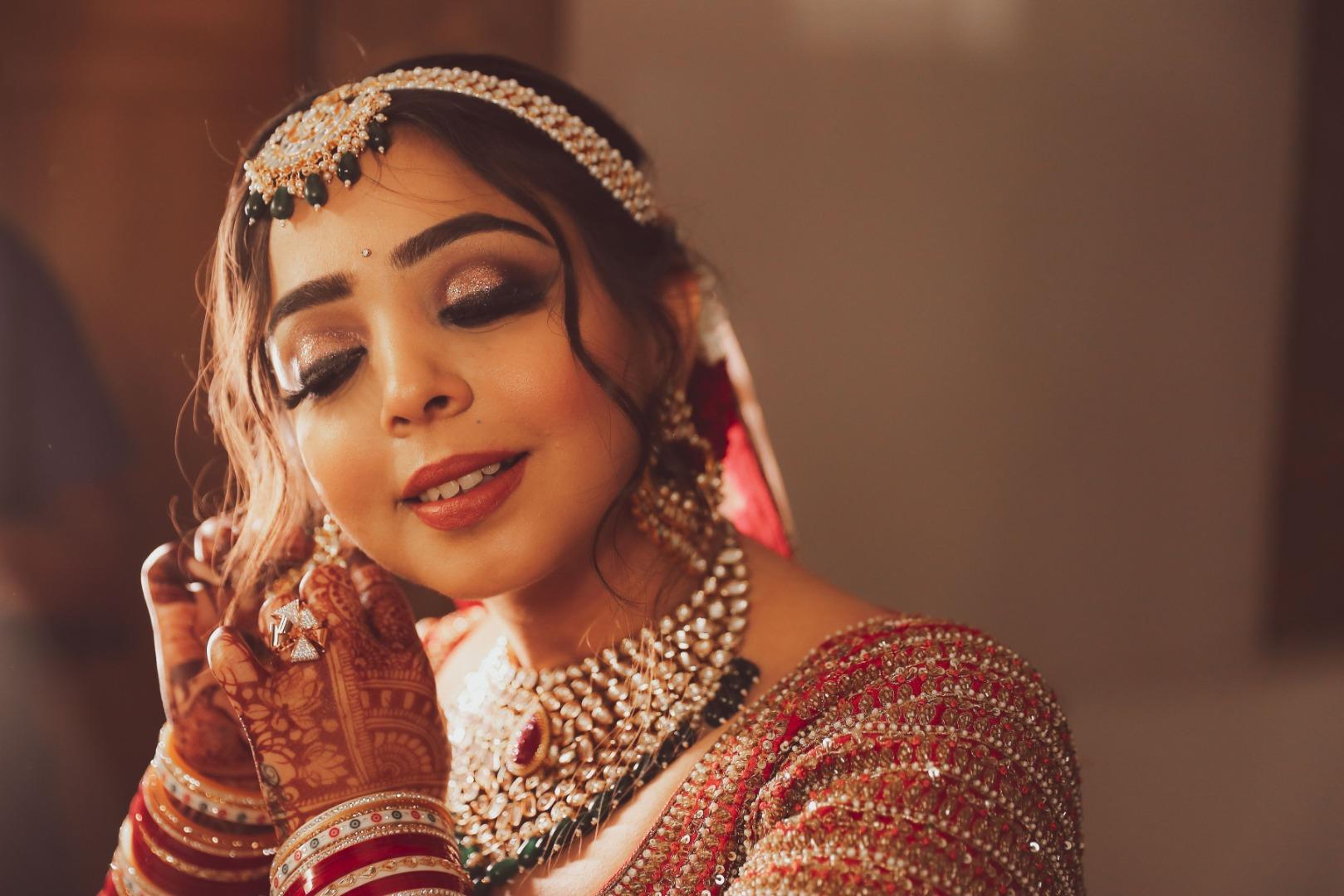 bride in gold metallic eye makeup and pink nude lips