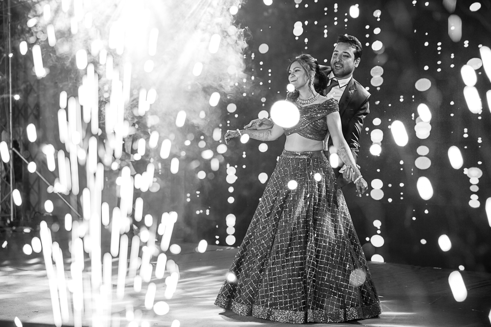 bnw shot of the couple dancing