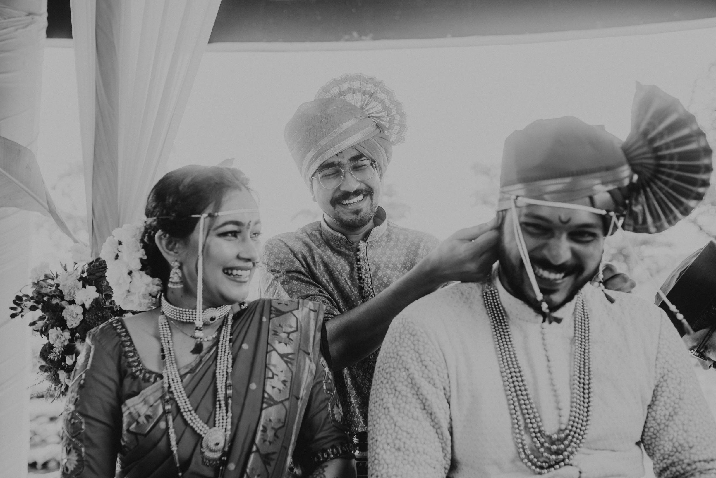 bnw shot of the maharashtrian couple