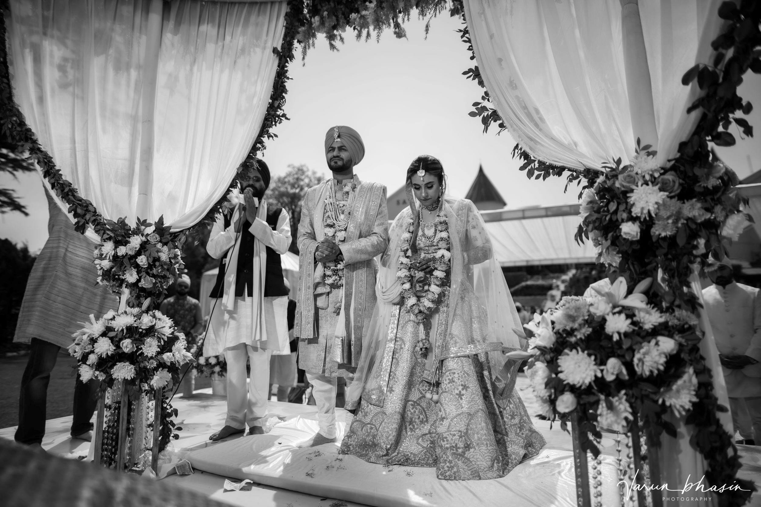bnw shot of the punjabi couple at their anand karaj