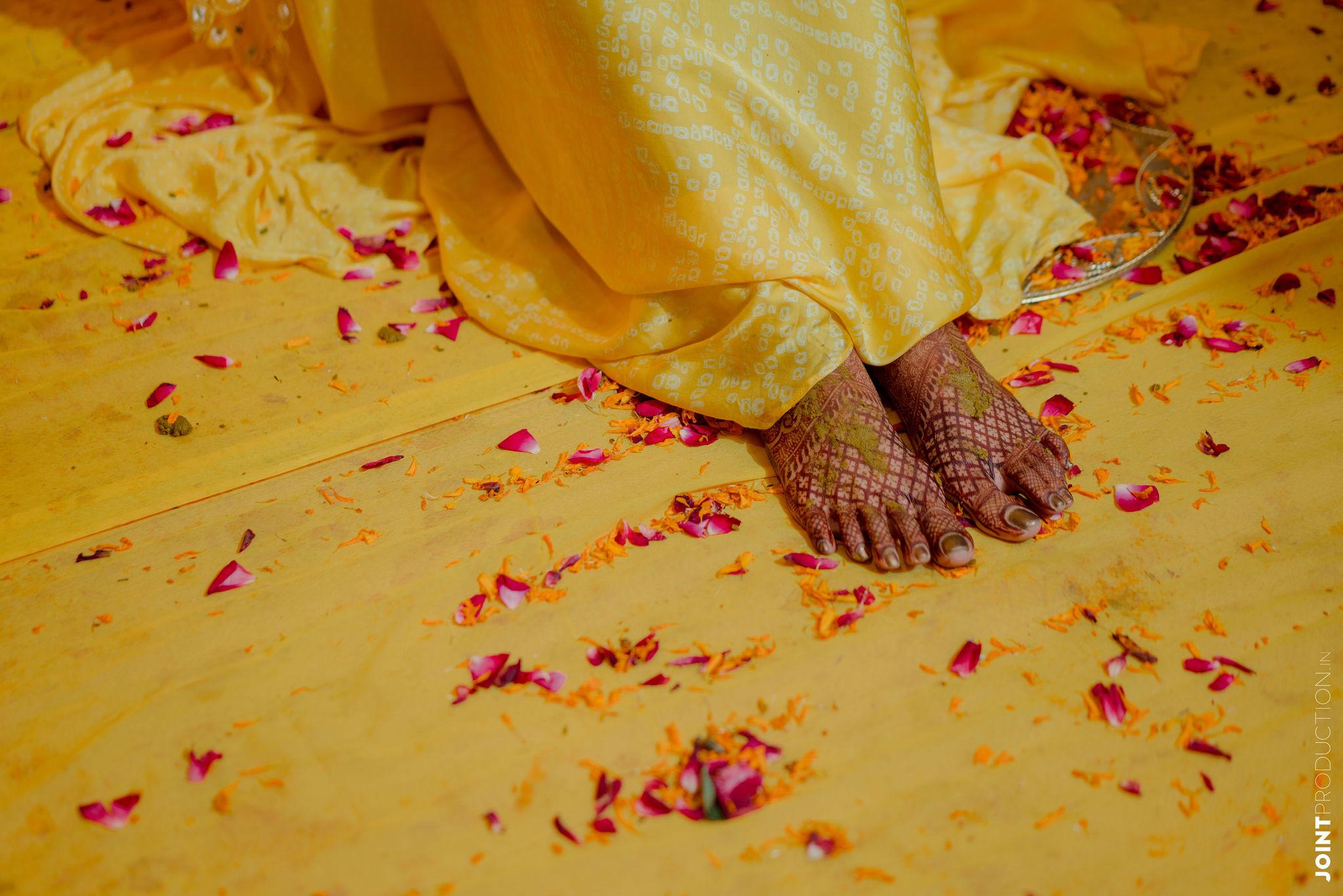 bridal feet with bridal mehendi