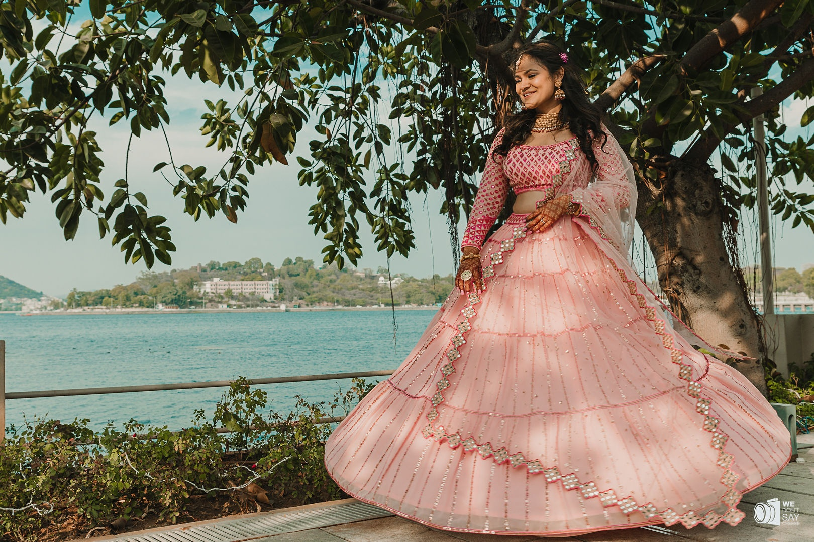 bridal shot by the udaipur lake