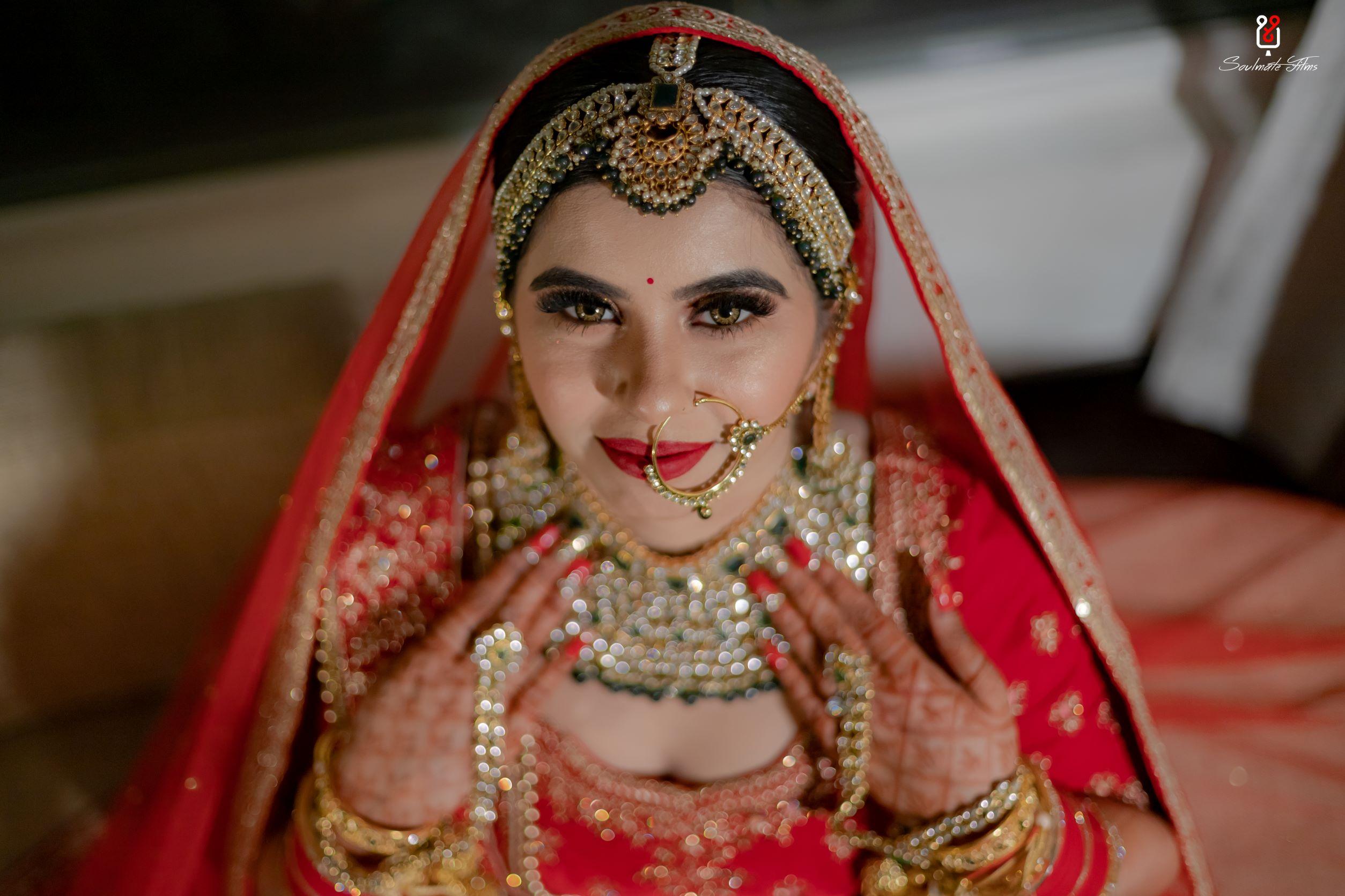 bride in contrasting green bridal jewellery
