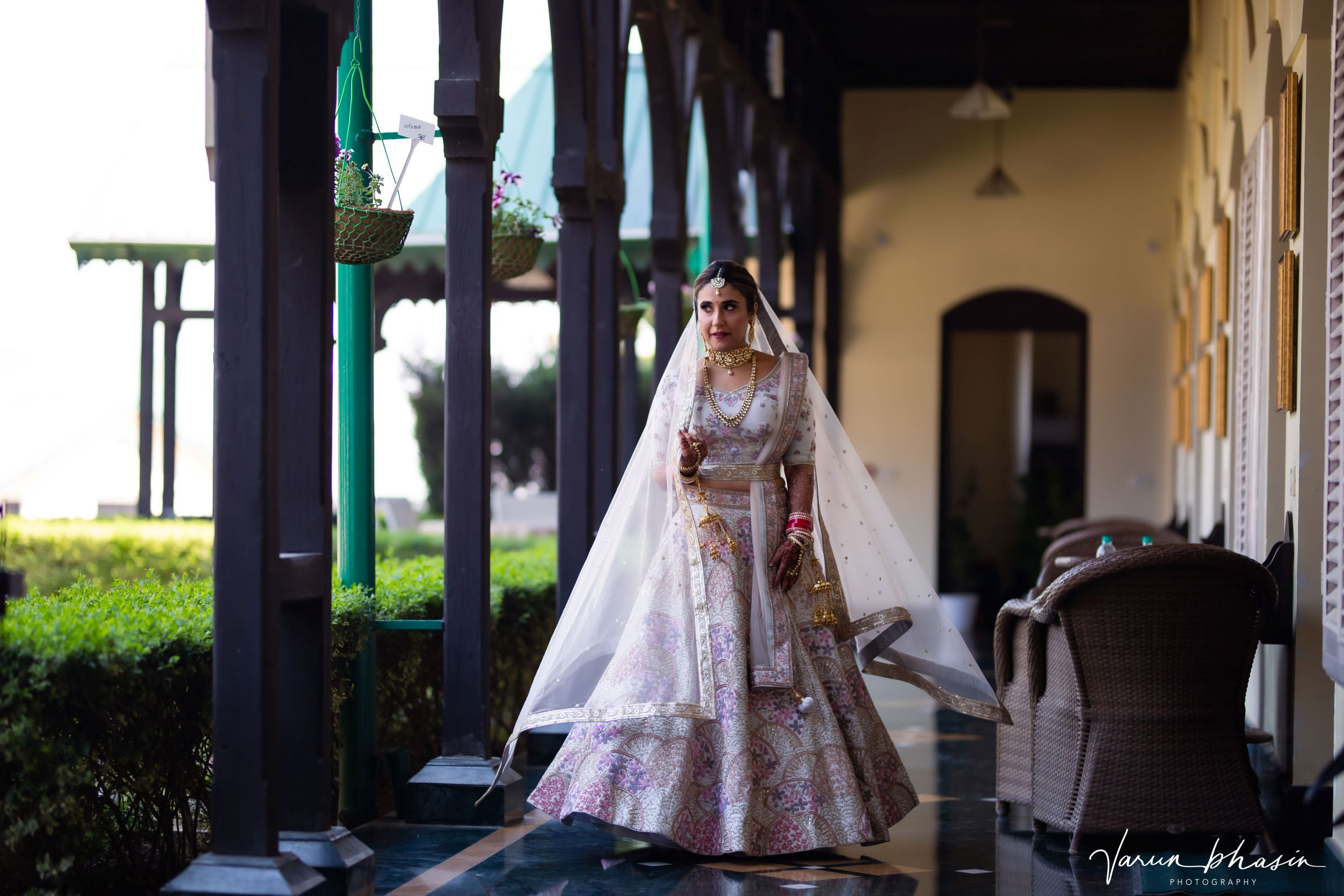 bride in gold bridal jewellery and red chooda