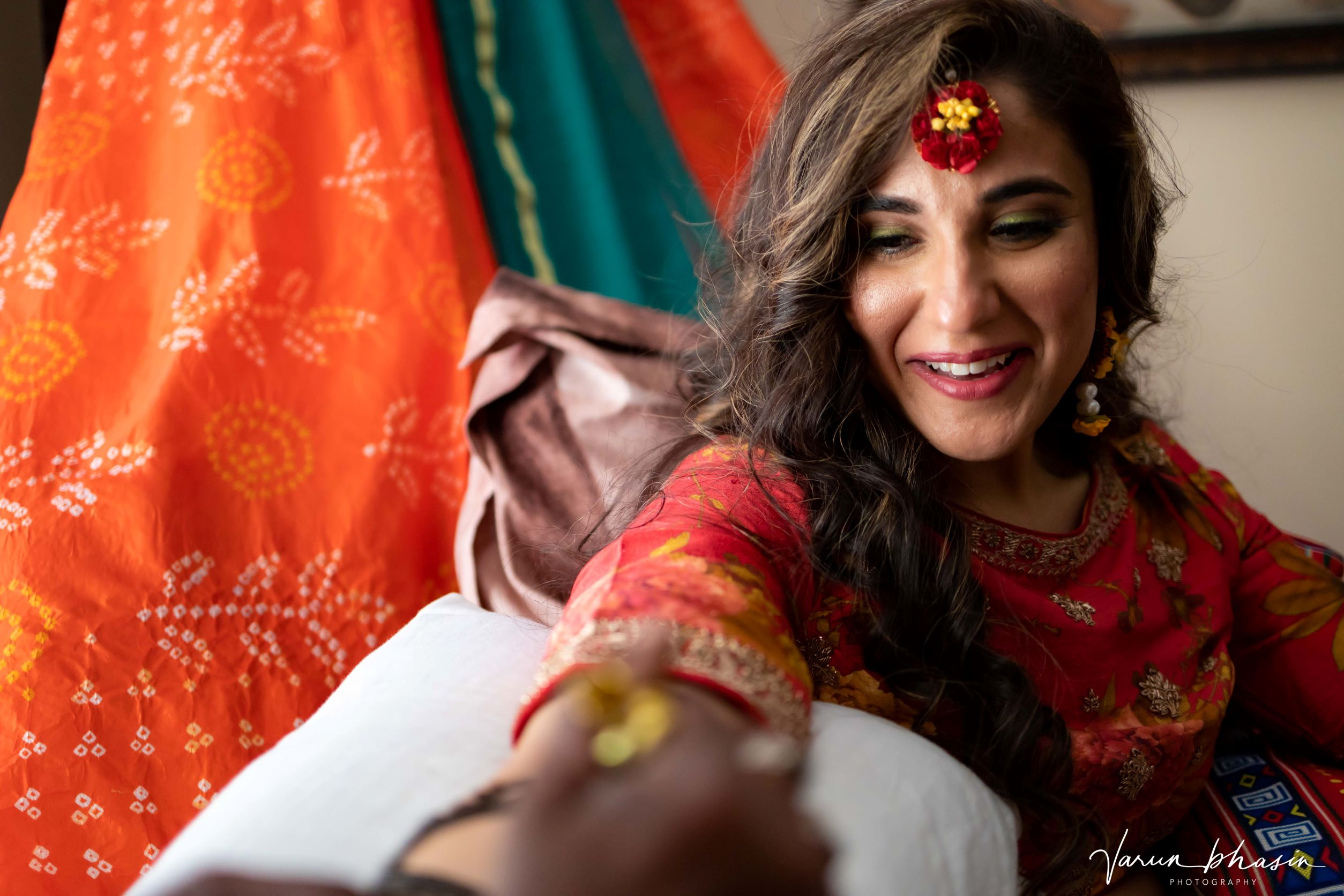 bride in red floral jewellery