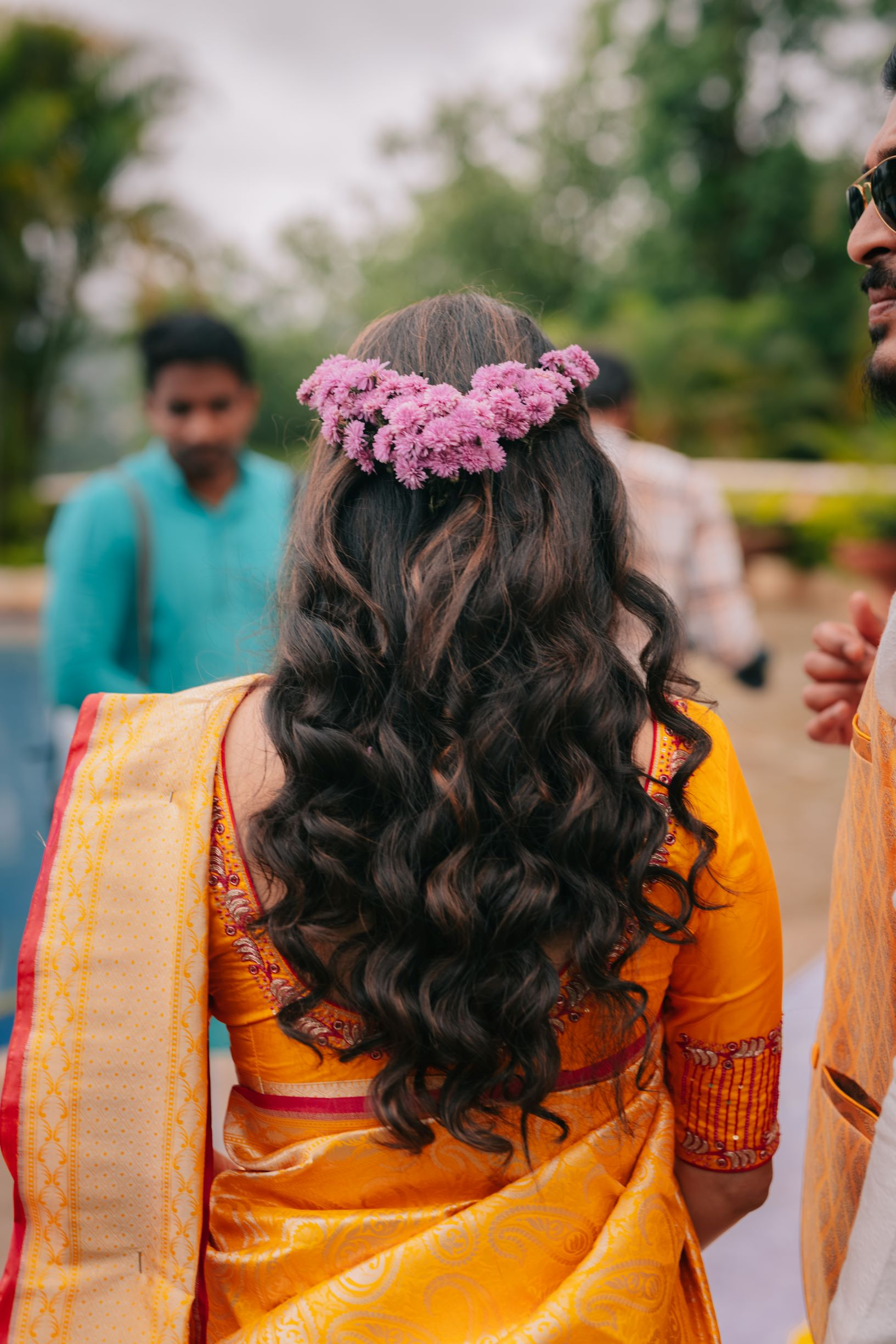 bride in wavy hairstyle with floral details