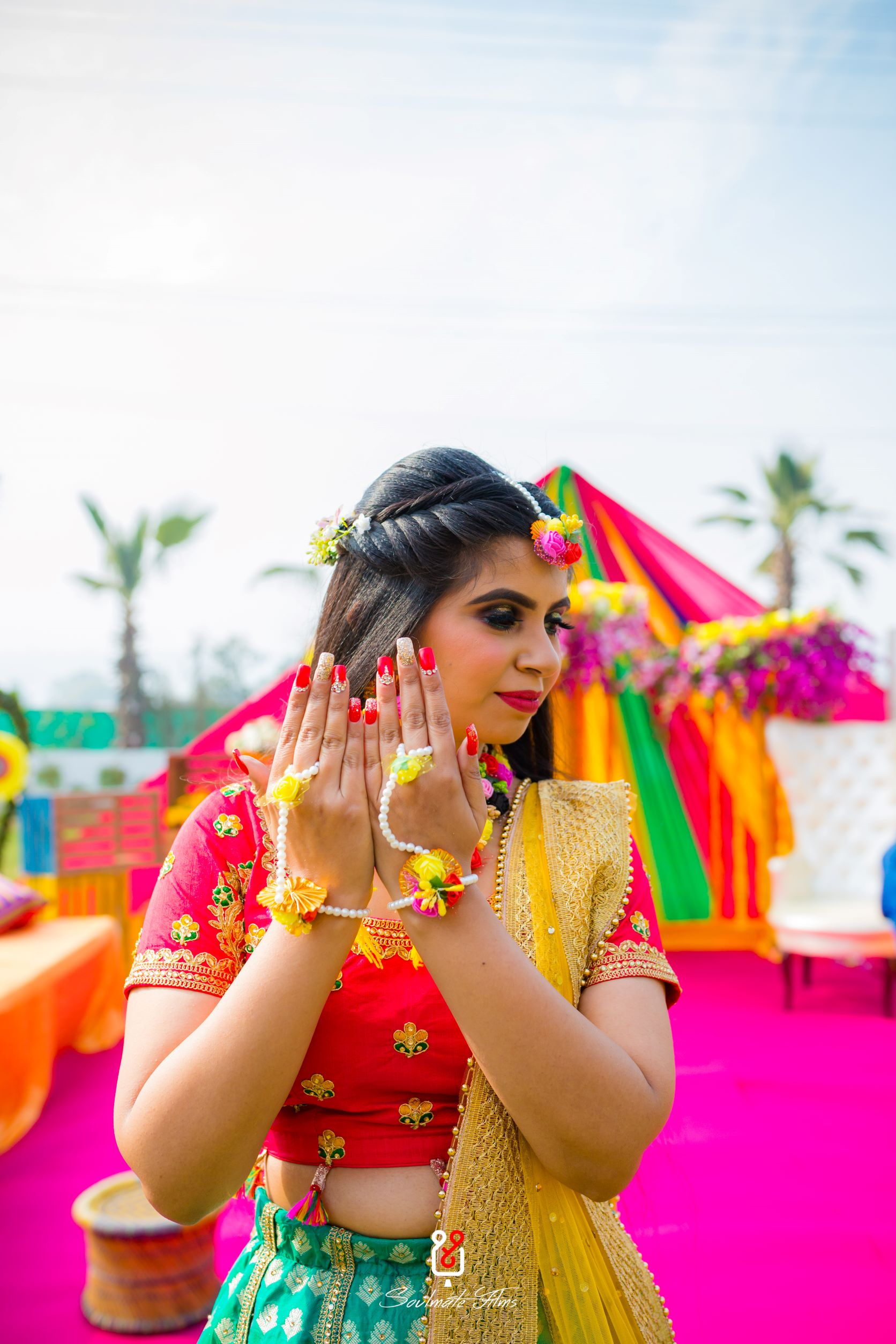 bride in yellow floral jewellery