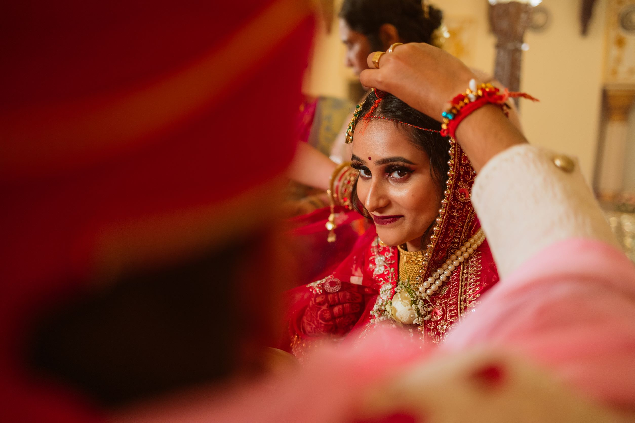 candid shot of the bride at her sindoor ceremony