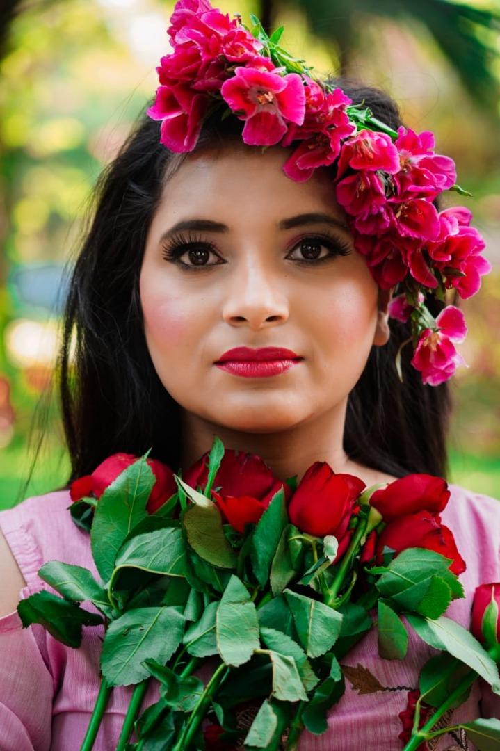 bride in pink natural makeup