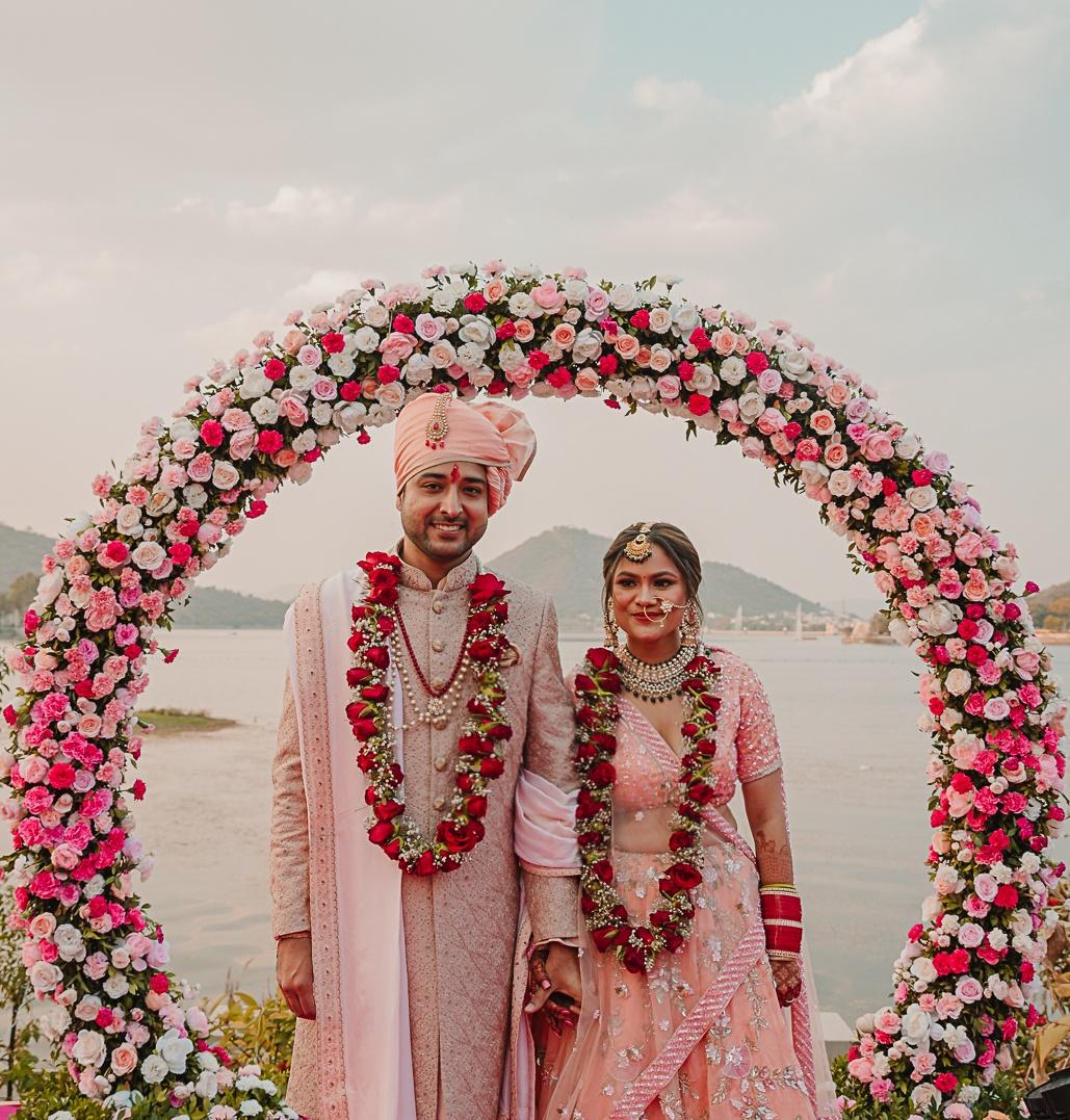 couple in red rose jaimala