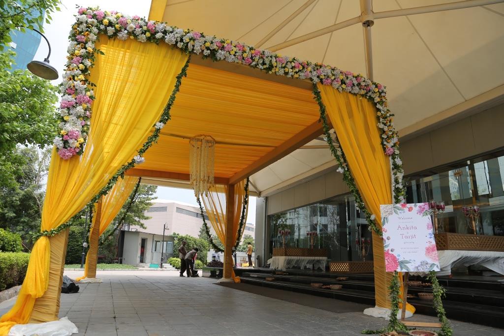 floral decorations at Delhi wedding