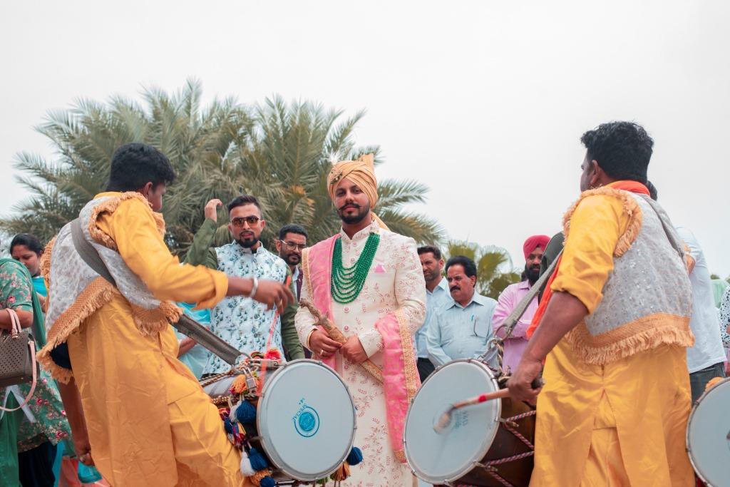 groom entry at delhi wedding