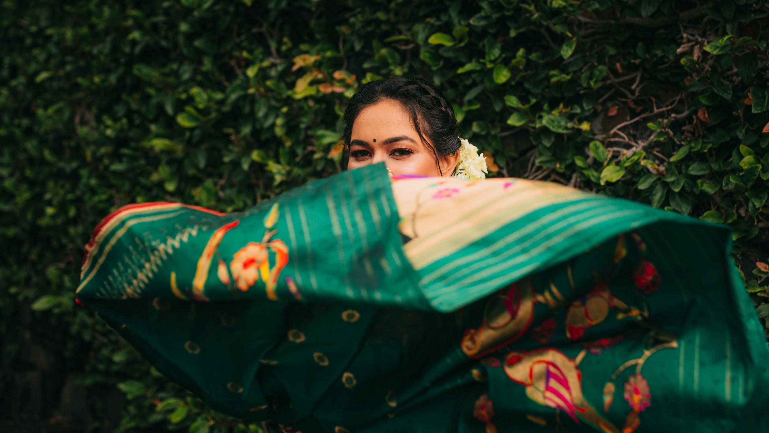 maharashtrian bride poses with her green saree
