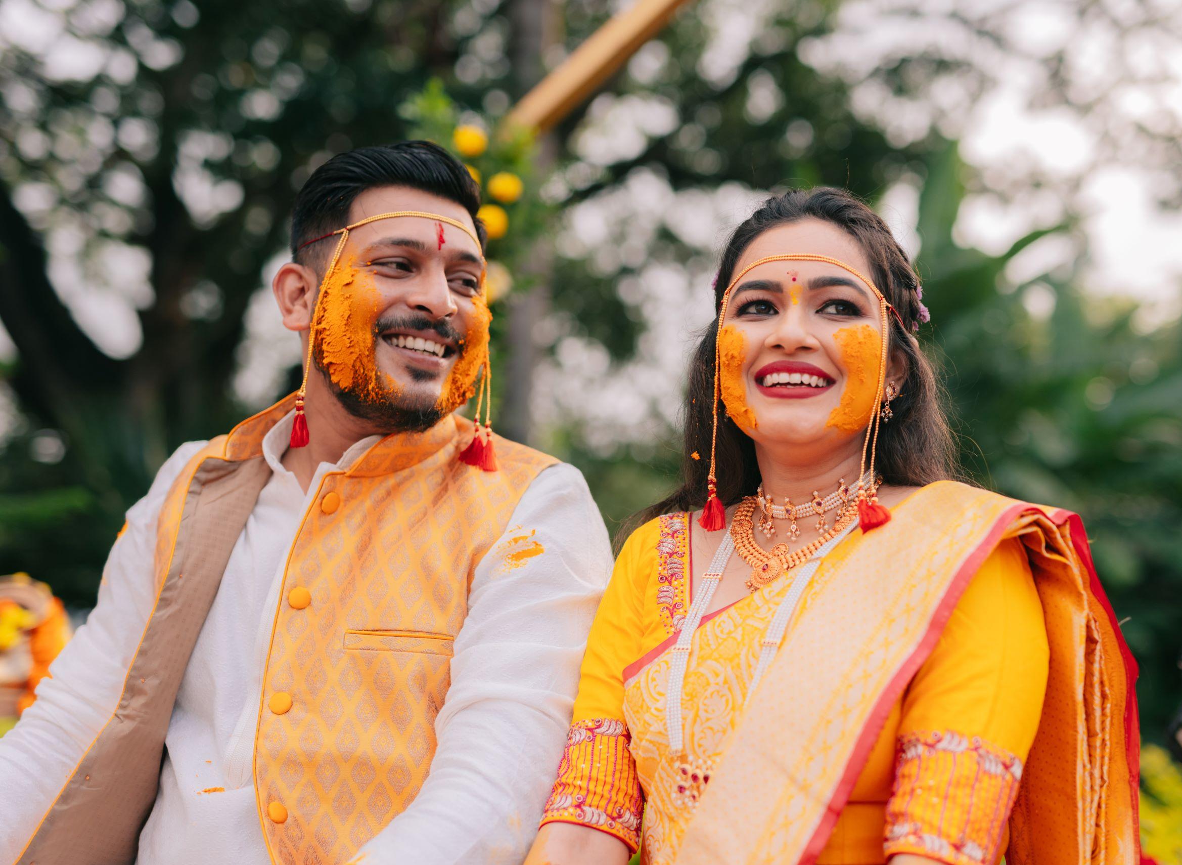 maharashtrian couple at their haldi