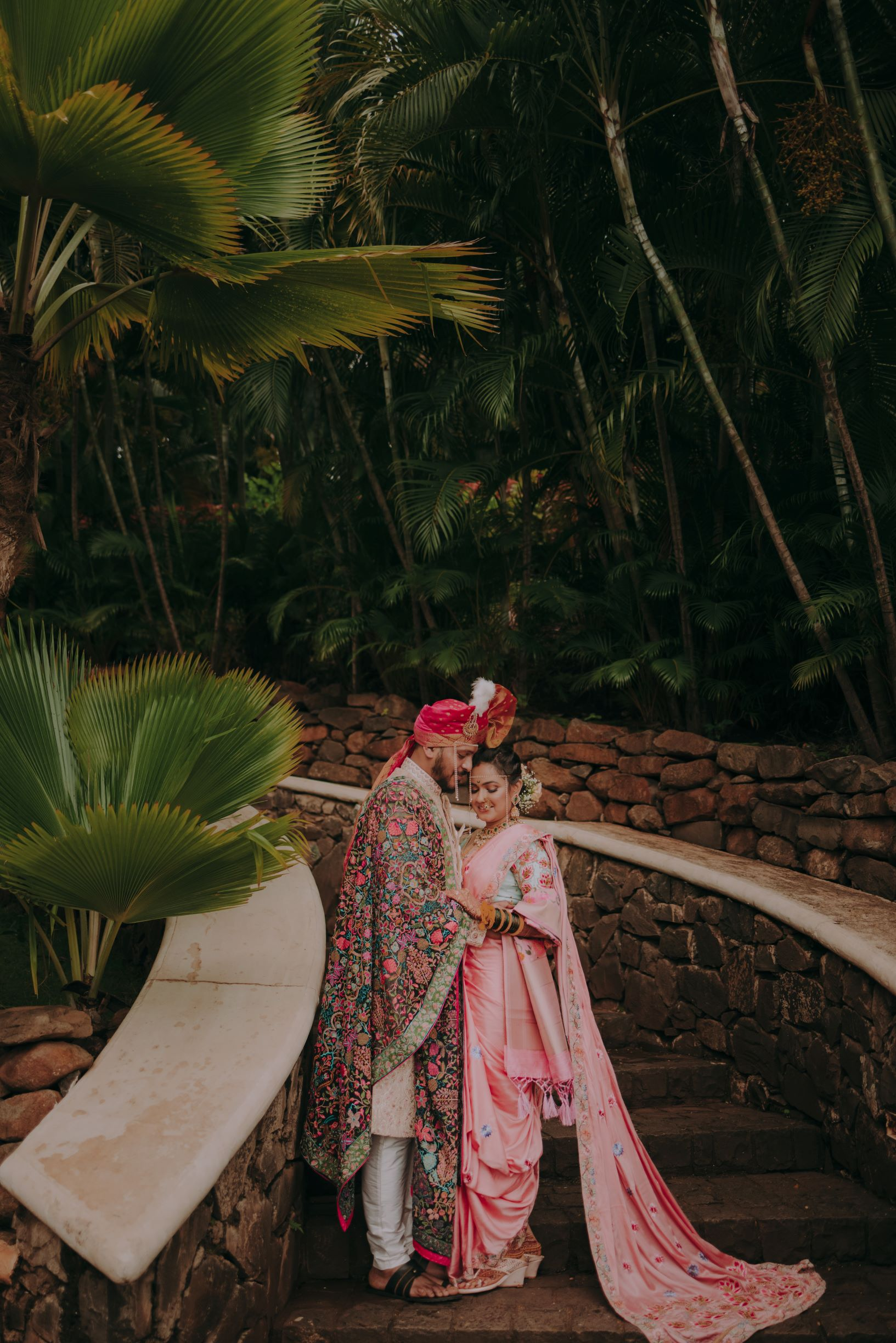 maharashtrian couple in coordinated pink outfits