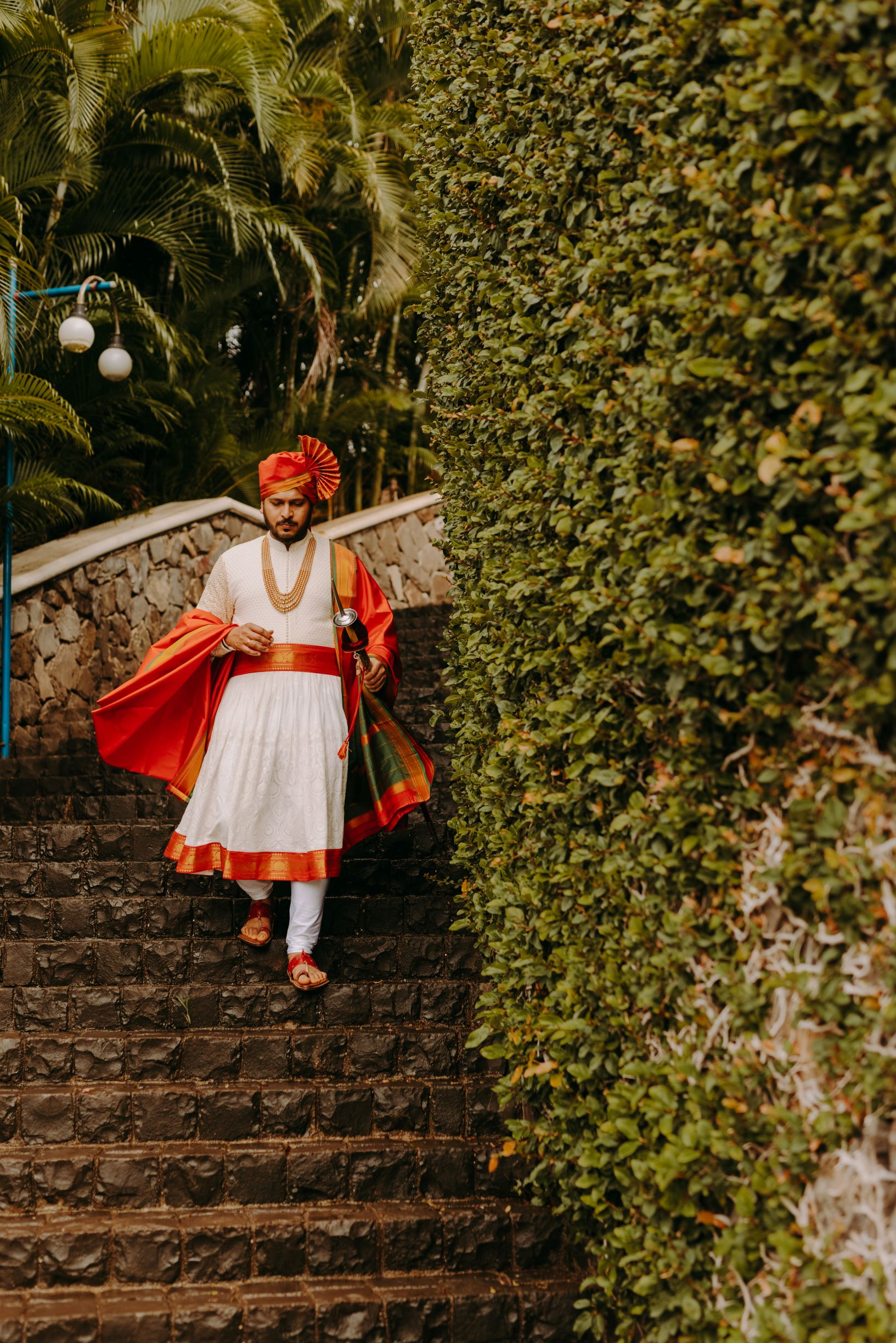 maharashtrian groom in traditional outfit