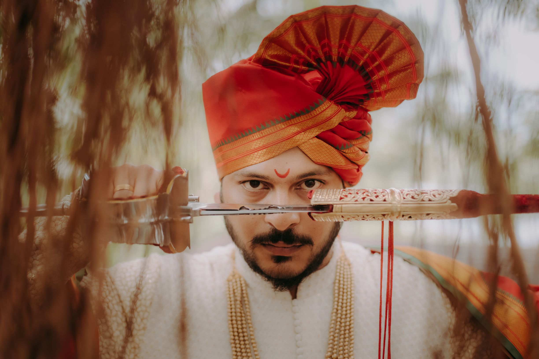 maharashtrian groom poses with a groom