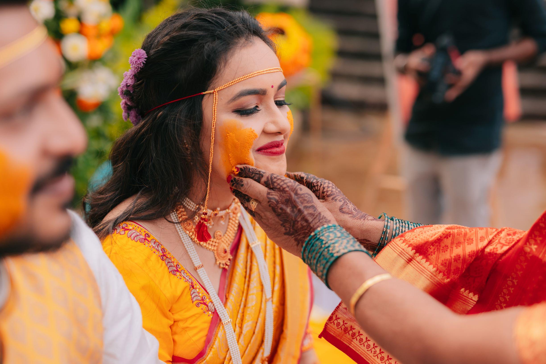 marathi bride at her haldi