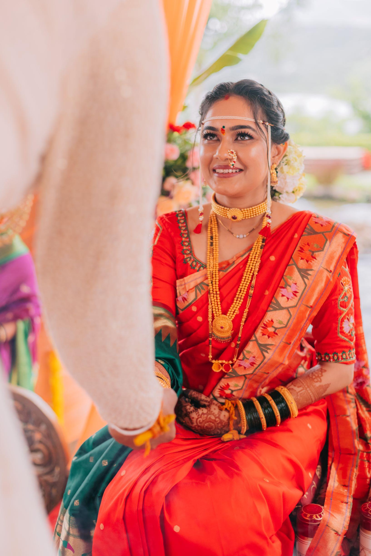 marathi bride in gold temple jewellery